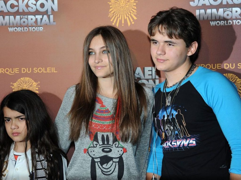 Paris Jackson with her siblings